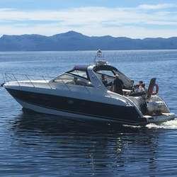 Den same familien fekk seg òg ein tur på fjorden med Aboard. (Foto: Os Travel)