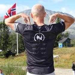3,8 km svømming, 180 km sykling og 42,2 km løping (foto: Frank Baggen)