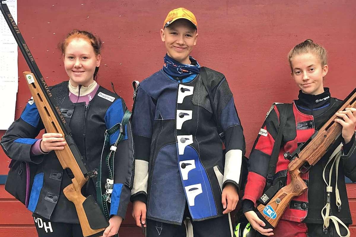 Eldre rekrutt. Frå venstre: Celine Daviknes Håvik, Daniel Myklebust Fjellstad og Maren Evensen. (Foto: OSL)