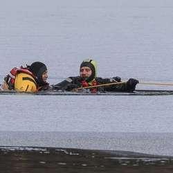 Isen var ikkje trygg og øvinga blei god. (Foto: Oddmund Lunde)