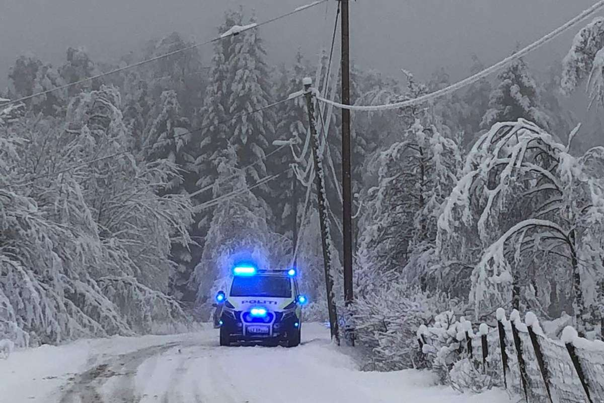 Både politi og brannvesen rykte ut til kabel i bakken på Berge. (Lesarbilde, tips@midtsiden.no)