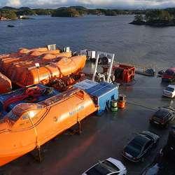 Delar av kaien er no leig ut til lagring av desse stuplivbåtane. (Foto: KVB)