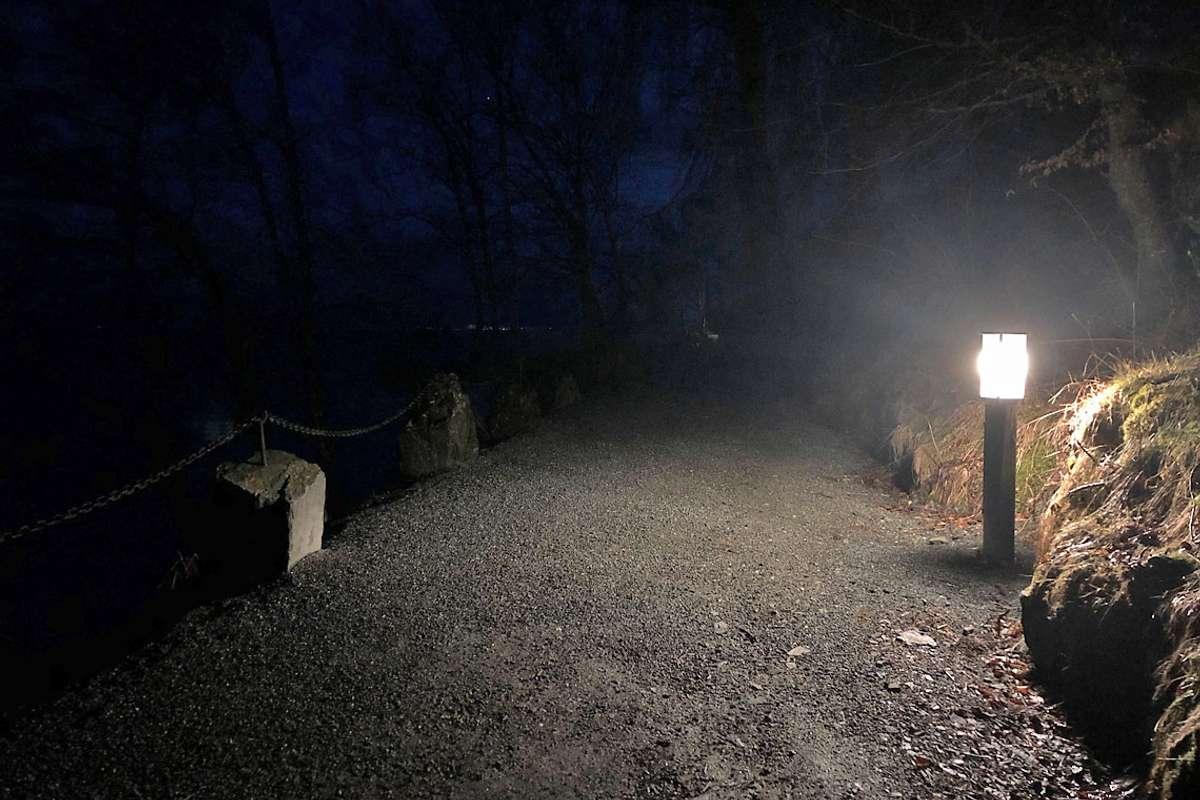 Endeleg lys i mørket langs Kyststien. (Foto: Kjetil Vasby Bruarøy)
