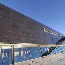 Solcellepanelet er effektivt også på dagar med mindre sol enn i dag (foto: AH)