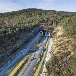 Inngang på Lyshorntunnelen (9,2 km) retning Bergen. (Foto: Statens vegvesen/Hawkeye, 26. februar 2020)