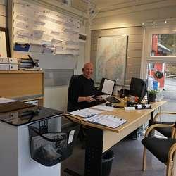 På innsida er butikk og kontor til Olav. (Foto: KVB)