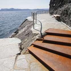 Røft og lekkert: Desse trappene er laga av Johs Sælen. (Foto: Kjetil Vasby Bruarøy)