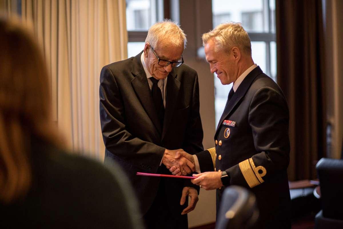 Tildelinga gjekk føre seg på Haakonsvern Orlogsstasjon fredag. (Foto: Jakob Østheim / Sjøforsvaret)