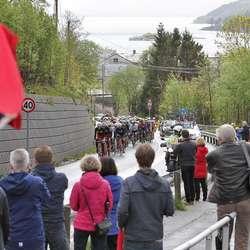Osingane lagde fest for syklistane.  (Foto: KVB)