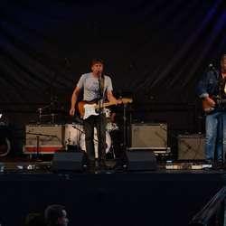 Sambandskameratane serverte ekte norsk rock (Foto: Henrik Mjelva)