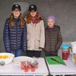 Gabija, Rode og Vilte sto for serveringa på Skeie. (Foto: CFB)