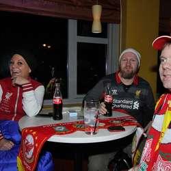 Søsknene Anette og Morten Øvrebø saman med Ronny Sivertsen. (Foto: Kjetil Vasby Bruarøy)
