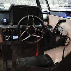 Betra sitjestilling for båtførar. (Foto: KVB)