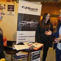 Erik O. Lunde skapte ein frisk diskusjon på Bjoarvik sin stand. (Foto: KVB)