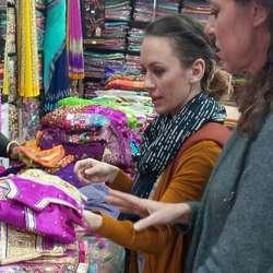 Det blei òg ein tur til Dehli for å sjå på tekstil.
