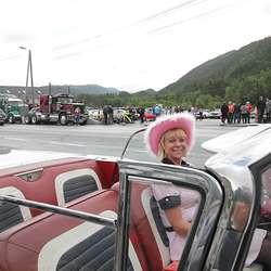 Linda deltok sjølv i paraden - utan tak. (Foto: Kjetil V. Bruarøy)