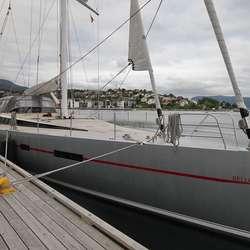 Båten blei døypt for to månadar sidan og har vore i Stockholm og Oslo før den kom til Os. (Foto: KVB)