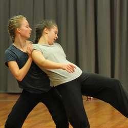«Bra nok» av danseteatergruppa ved Os kulturskule (foto: Andris Hamre)