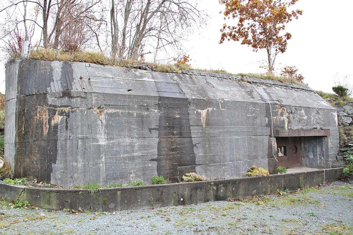 Denne solide konstruksjonen står framleis på Steinneset. (Foto: Øyvind Gjerde/ Bjørnafjorden kommune)