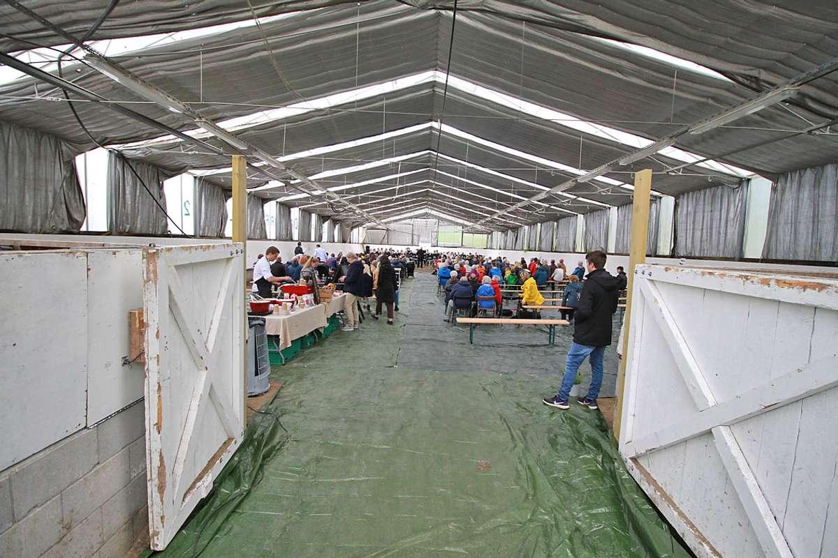 Mykje folk tok turen til dagens parkfest på Moldegaard. (Foto: KOG)