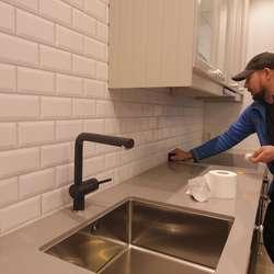 Arna Innredning står for montering, også til kunde.  (Foto: KVB)