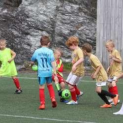 Tine Fotballskule på Søre Neset (foto: Andris Hamre)