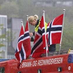 Brannvesenet stilt med eigen tribune pynta med norske flagg (foto: AH)