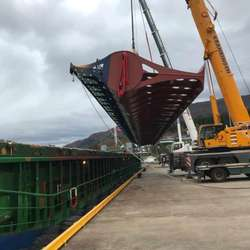 Opp i lufta ... (Foto: Universal Logistics Bergen AS)