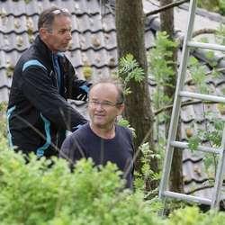 – Dei liker seg nær bustadhus, fortel Ragnar, på plass i hagen til Terje Kopperud. (Foto: Kjetil Vasby Bruarøy)