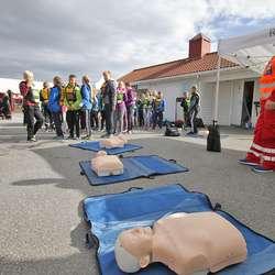 Røde Kors var blant dei som deltok. (Foto: Kjetil Vasby Bruarøy)