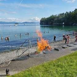 Sankthans-feiring i Mobergsvikjo, 2019. (Foto: KOG/ FB)