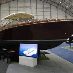 Dreamlineyacht stilte ut Riva Aquarios. (Foto: KVB)