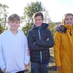 Erik Breivik, Håvard S. Lunde og Olivia Konoplia (7. trinn) frå dagens elevråd. (Foto: KVB)
