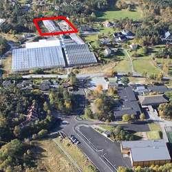 Nybygget blir reist på baksida av gartneriet. (Foto frå 2012: KVB)