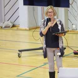 Kultursjef Lisbeth Axelsen heldt ein fin tale og sto for opninga. (Foto: KVB)