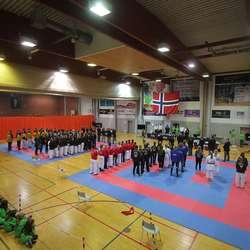 NM og nasjonalsongen i Oshallen laurdag 28. november. (Foto: KVB)