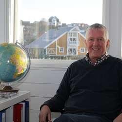 Hans var nyleg på messe i London, og er invitert til Madrid for å presentera reisemåla sine. (Foto: KVB)