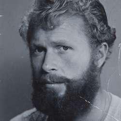 Midt på 50-talet sparte han til skjegg for å vera med i filmen The Vikings.