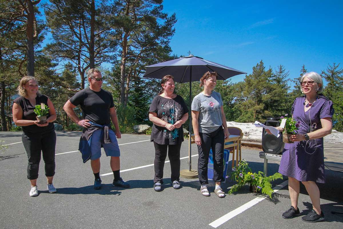 Fleire ansatte ved Ravneberghaugen vert satt pris på for sitt arbeid det siste året. (Foto: ØH)