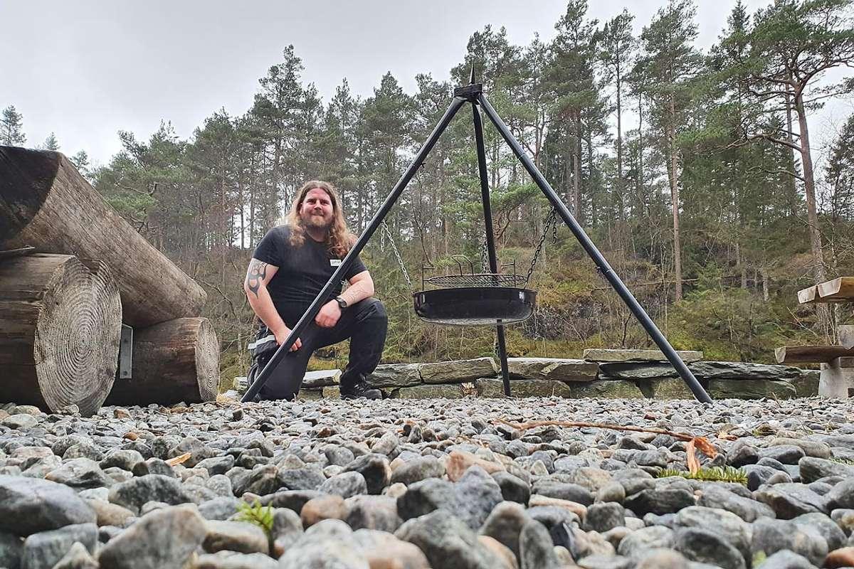 Even Hjertaas stilte opp då Brukameratane var nær på å mista motet etter nok ein runde med hærverk.