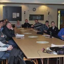I januar heldt Aleksander kurs for trenarar i Os Fotball. (Foto: KVB)