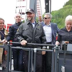 Lensmann Oddbjørn Dyrdal var blant dei som fekk seg ein tur. (Foto: KVB)