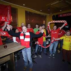 Liverpool har alltid hatt mange supportarar på sportsbarane i Os. (Foto: Kjetil Vasby Bruarøy)