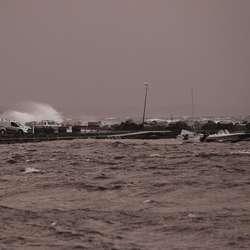 Ein av båtane på Steinneset har hatt problem i kveld. (Foto: KVB)