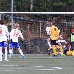 Westrheim auka til 3-0 tidleg i andre omgang. (Foto: KVB)