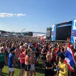 Dei som kom tidleg kunne òg få med seg opningsshowet på Ekeberg. (Foto: KVB)