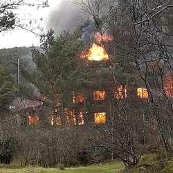 Nedbrenning på Askvikneset laurdag 22. februar. (Lesarbilde, foto: Jim Johannessen)