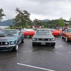 Tore Hatlestad sin Mustang (t.h.) tok 2. plassen. (Foto: KVB)