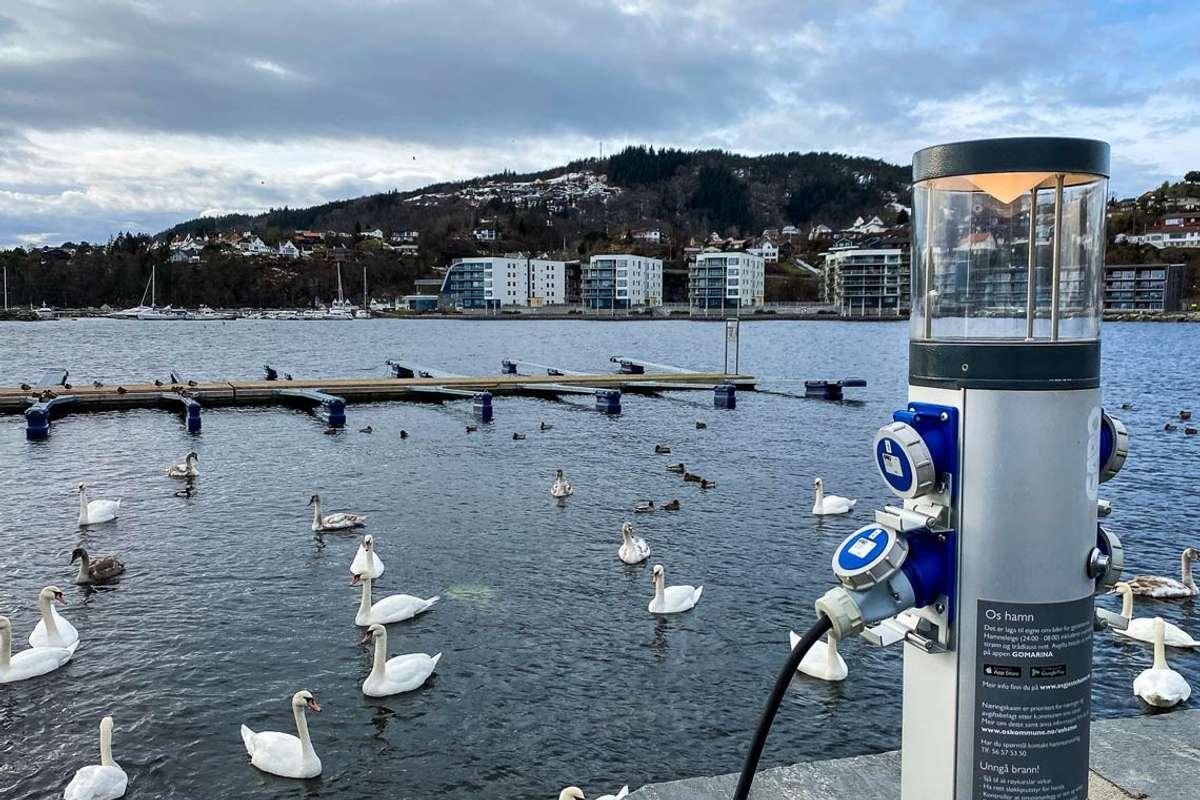 Bubilane har straum, men gjestebrygga frå 2019 er framleis utan. (Foto: Ørjan Håland)