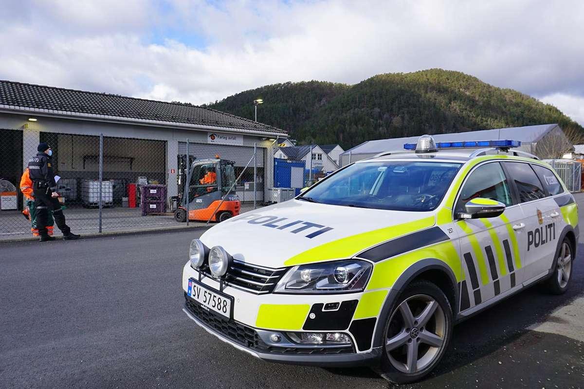 Politiet på staden etter samanstøyten i dag. (Foto: Kjetil Vasby Bruarøy)